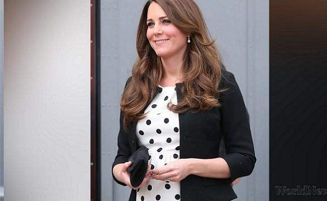Kate Middleton, enceinte, en robe Topshop au mariage d'un couple ami © Capture Youtube