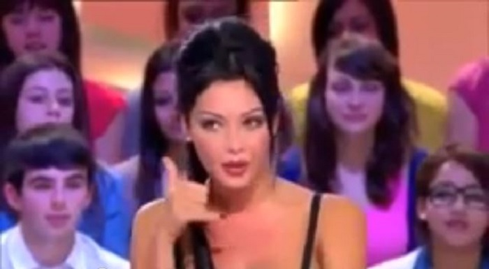 Nabilla Benattia invitée du Grand Journal de Canal © capture Youtube
